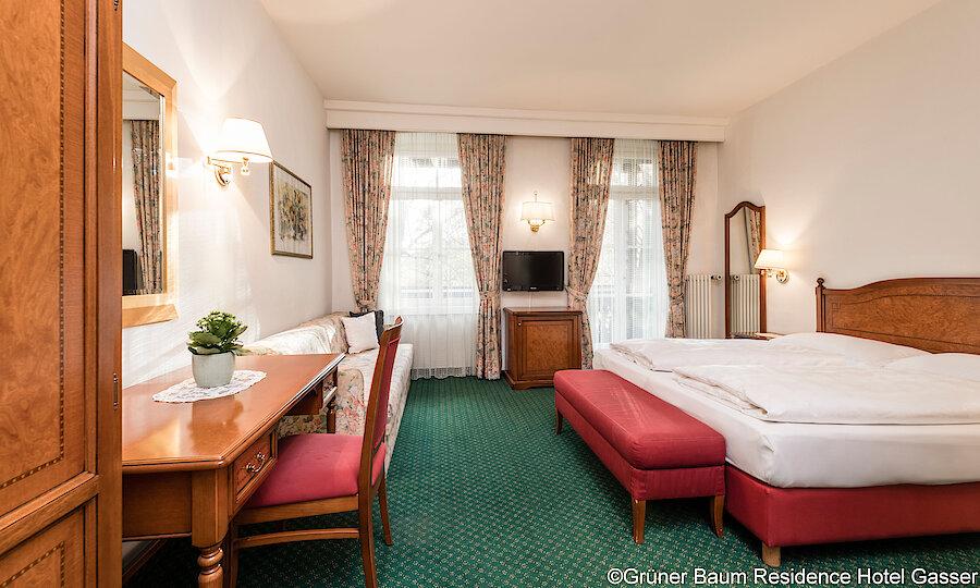Land der Kirchen, Klöster & Burgen – Grüner Baum Residence Hotel Gasser Zimmer