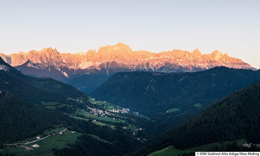 Land der Kirchen, Klöster & Burgen – Südtiroler Bergpanorama