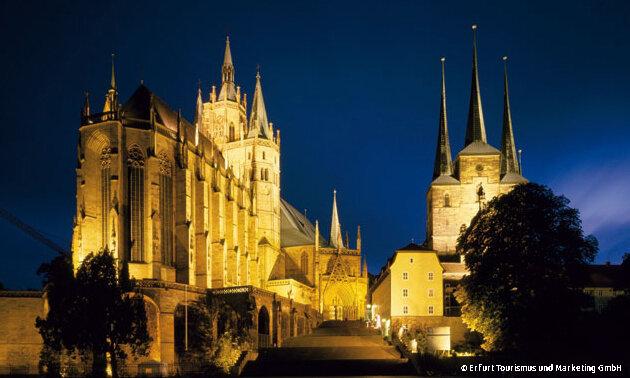 Bundesgartenschau 2021 – Erfurt Mariendom und Severikirche am Abend