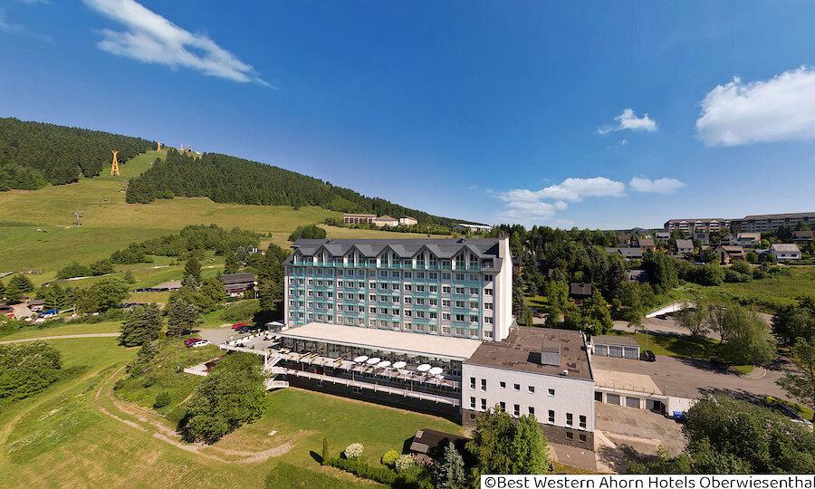 Winter im Erzgebirge – Best Western Ahorn Hotel Oberwiesenthal Außenansicht