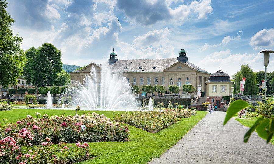 Erholung pur in Bad Kissingen – Rosengarten mit Regentenbau - Bayer Staatsbad Bad Kissingen GmbH