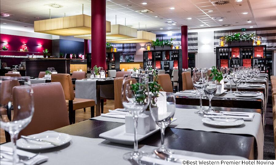 Städtereise Wien – Best Western Premier Hotel Novina Regensburg Restaurant eingedeckt