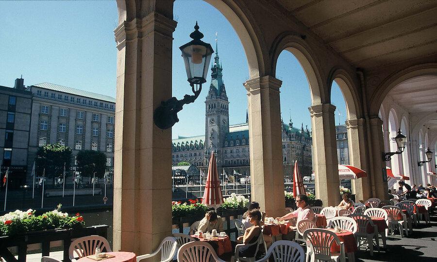 Städtereise Hamburg – Alsterarkaden und Rathaus