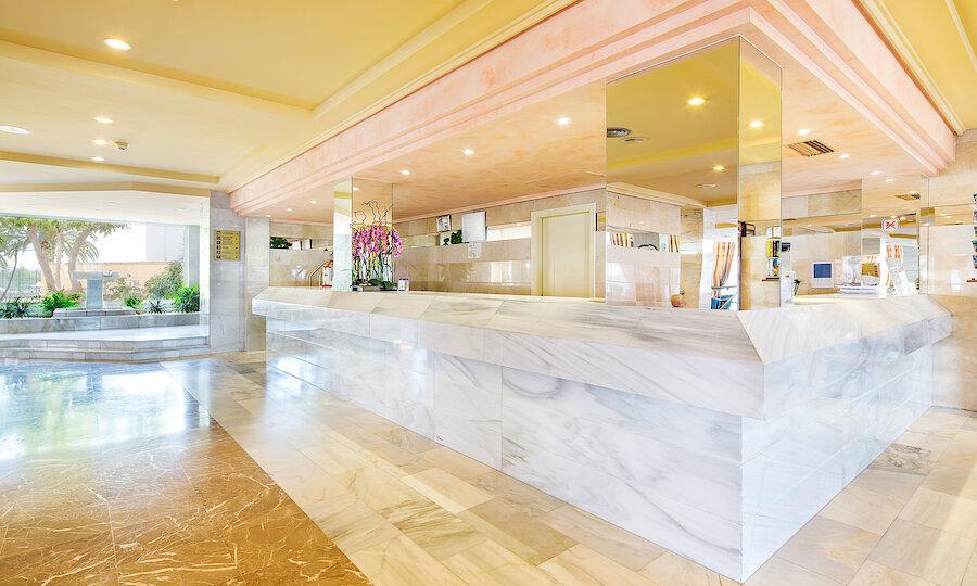 Flugreise - Mallorca zur Mandelblüte – Hotel El Cid Playa de Palma Lobby