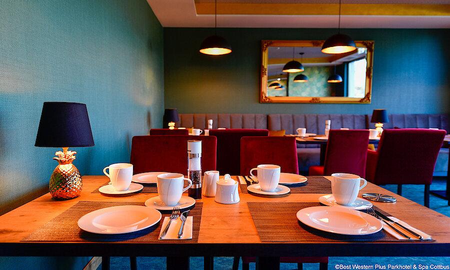 Zwischen Kultur, Natur & Folklore – Best Western Plus Parkhotel & Spa Cottbus Frühstückstisch