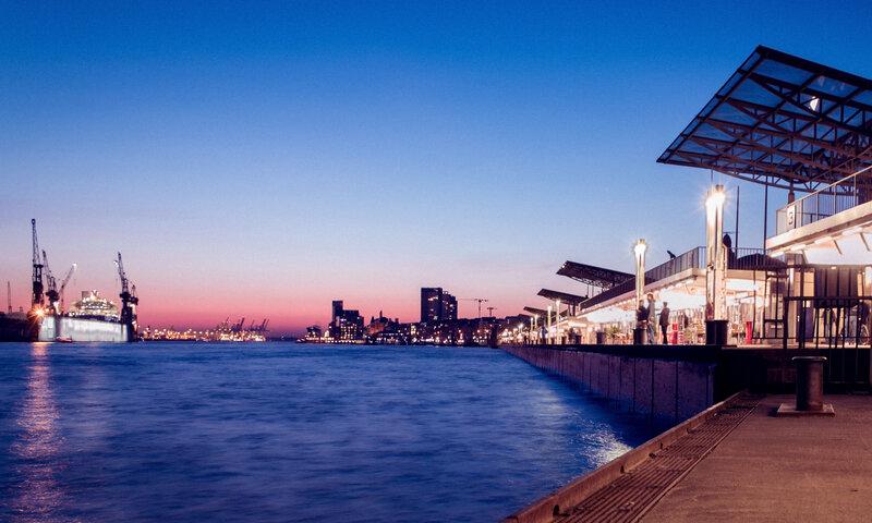 Sonnenuntergang bei den Landungsbrücken©Lucas Pretzel