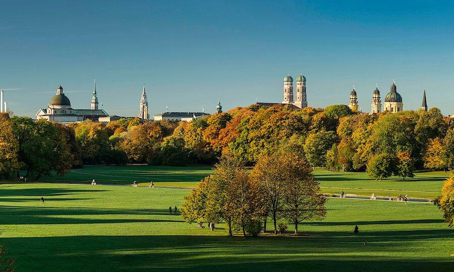 Städtereise München – Englischer Garten mit Stadtpanorama ©Jörg Lutz