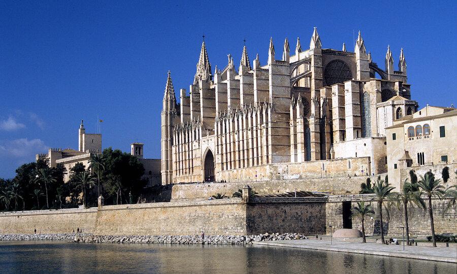 Flugreise - Mallorca zur Mandelblüte – Palma Kathedrale La Seu