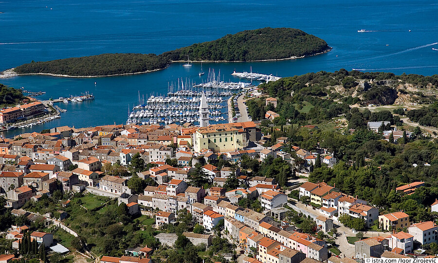 Urlaubsreise Kroatien – Kroatien Blick auf den Hafen von Vrsar