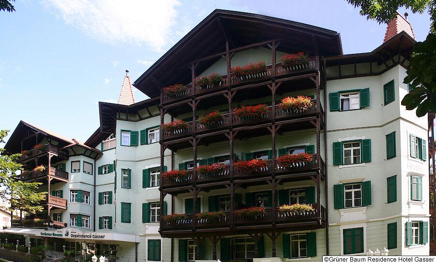 Land der Kirchen, Klöster & Burgen – Grüner Baum Residence Hotel Gasser Außenansicht
