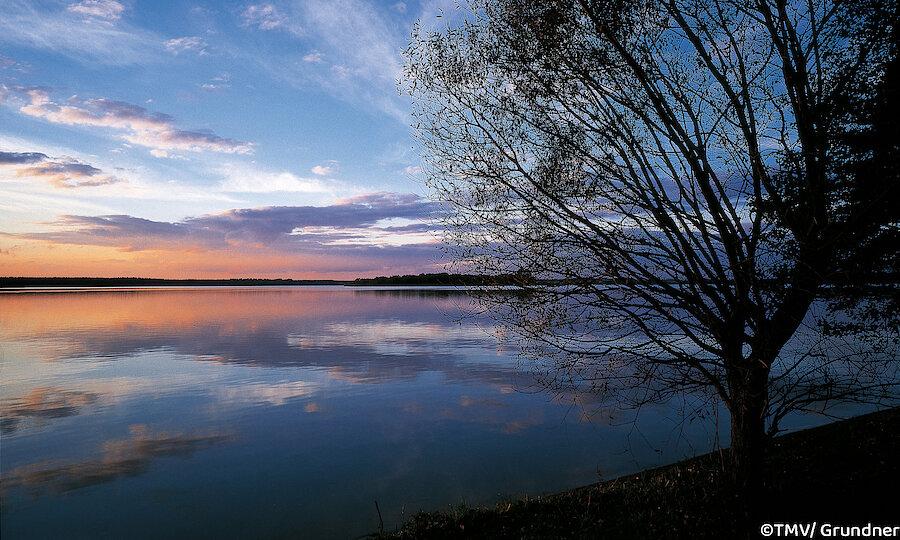 Schwerin & das Land der tausend Seen – Mecklenburgische Seenplatte Krakower See am Abend