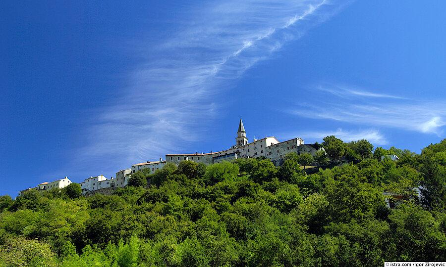 Urlaubsreise Kroatien – Kroatien Crkva Uznesenja Blažene Djevice Marije Buzet